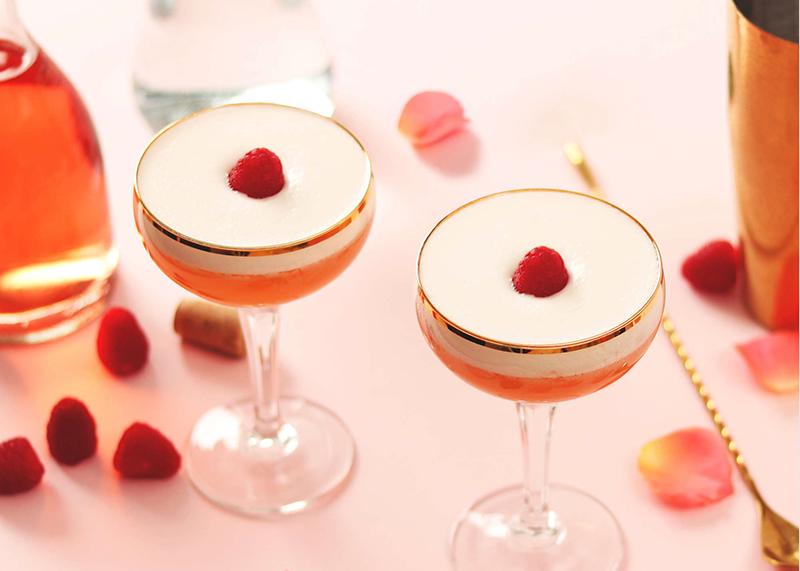 Cocktail_Saint_Valentin_Rhum_Diplomático_Planas_framboise_champagne