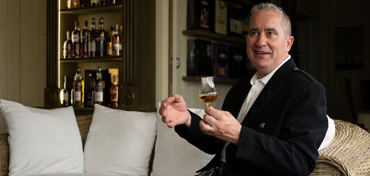 Donald McKenzie Ambassadeur Whisky Dugas